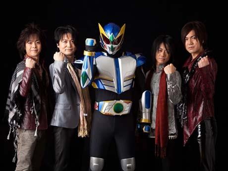 写真左からCharlyさん(ドラム)、Maoさん(ボーカル・ギター)、ハチマンタイラー、KenGさん(ベース)、Ryuさん(ギター)。