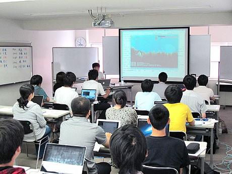 会場では中嶋さんの作成したゲームの紹介も行われた