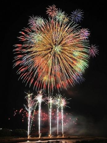 一昨年の花火写真。今年は2年ぶりの開催
