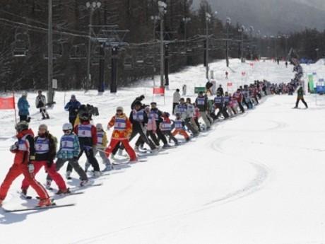 スキーパレードの列は540メートル以上に(写真=昨年の様子)