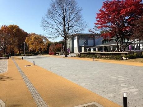 開催場所のもりおか歴史文化館前広場