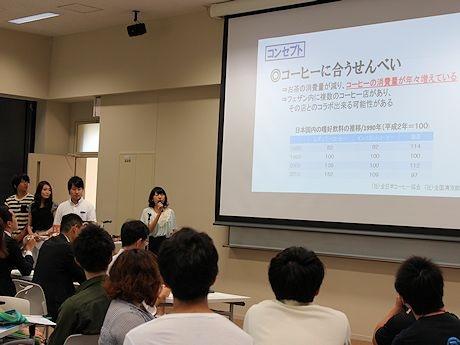 岩手県立大学で行われた南部せんべい新商品企画提案会
