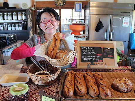 「ハーブティーとパンを味わいながらくつろいで」と店長の鈴木さん
