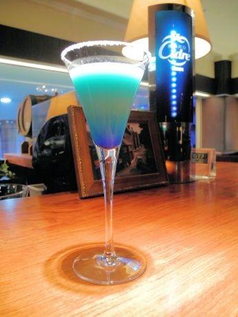 2色のブルーが美しいノンアルコールカクテル「岩手山」