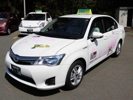 「石割桜タクシー」は1台限定のため、見かけたらラッキーとのこと