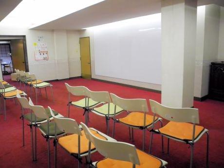 施設内にあるイベントスペースの一つ。大きなホワイトボードが備え付けてある