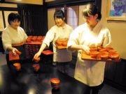 盛岡の高校生がわんこそば給仕に挑戦 12日の全日本選手権で
