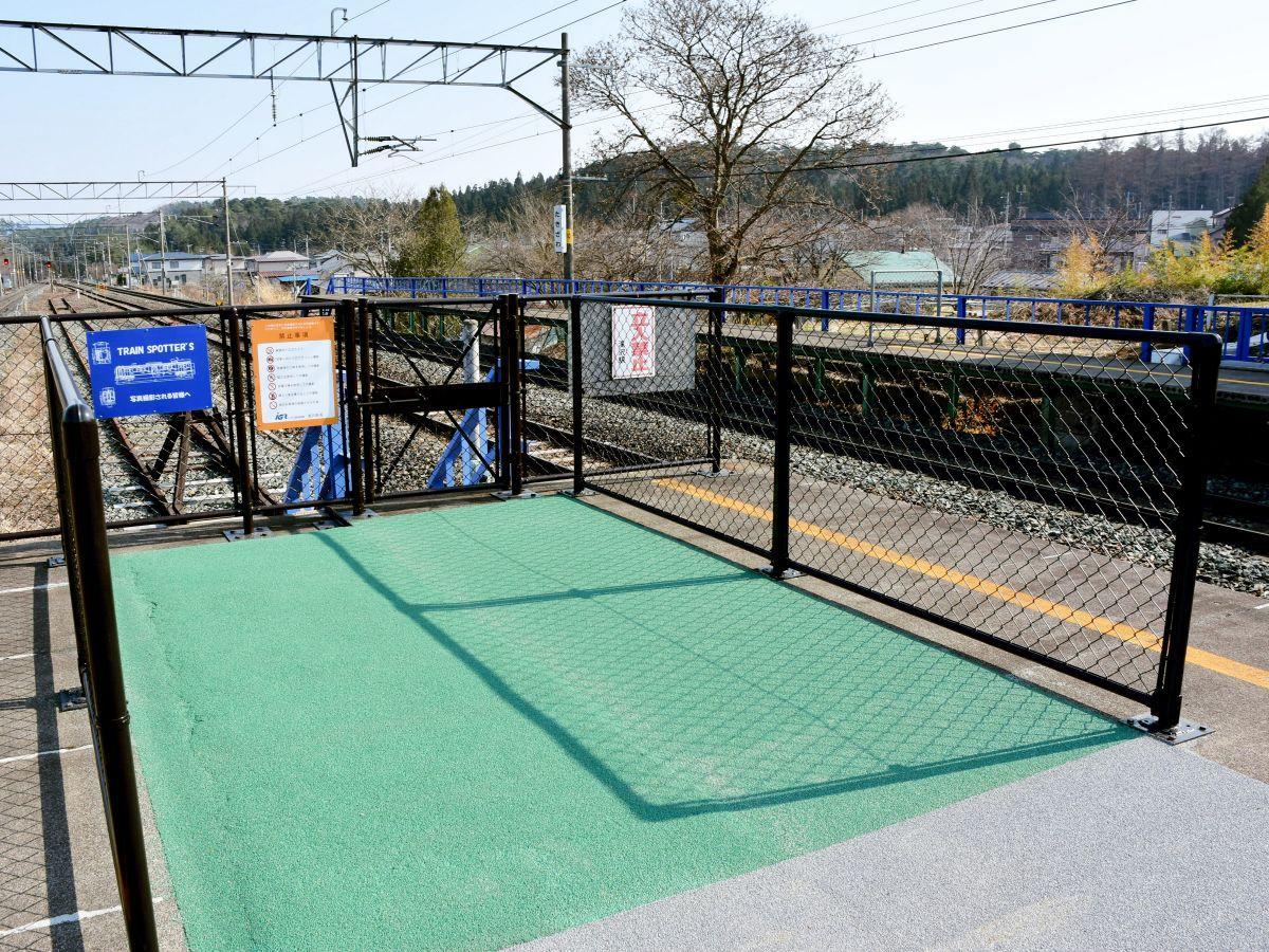 昨年10月に設置された「滝沢駅Train Spotter's」。エリア内で自由に撮影ができる