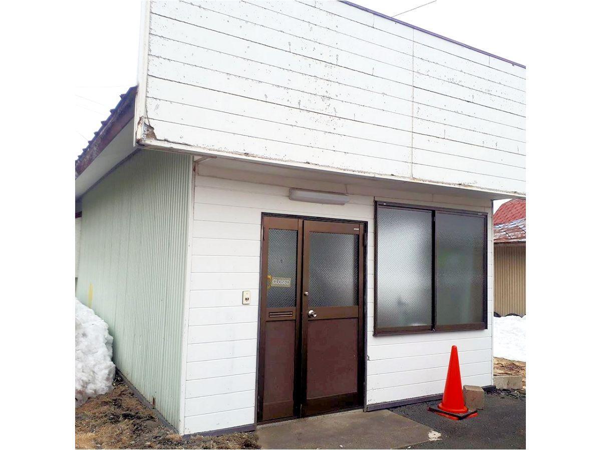 これから「レンタル菓子工房」へリノベーションされる建物。以前は企業の事務所だった