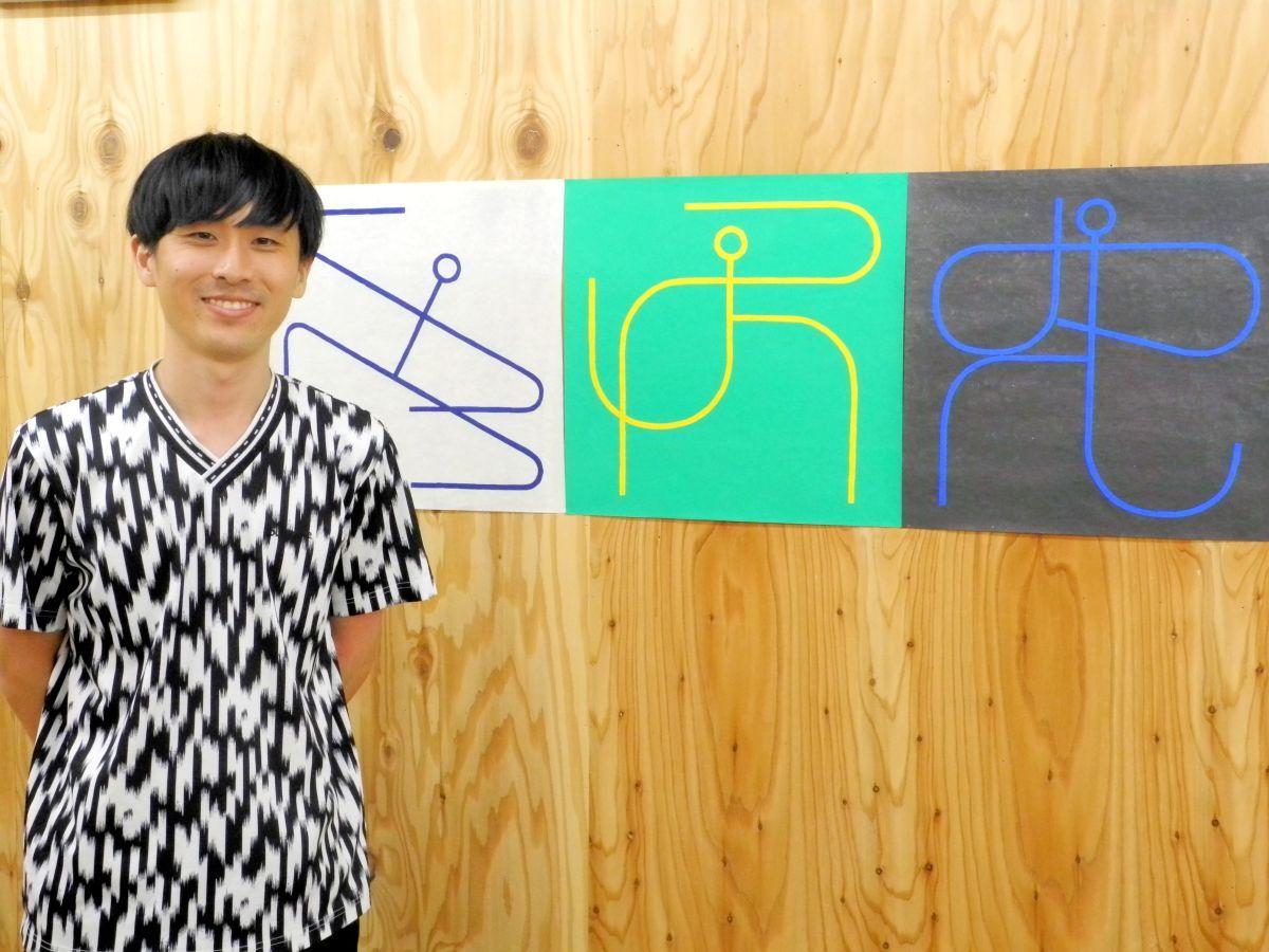 人のしぐさを表現した「Shapes」の作品と小林さん