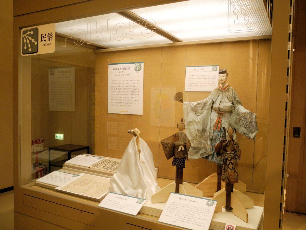 展示室入り口に展示された「鈴江家淡路人形」