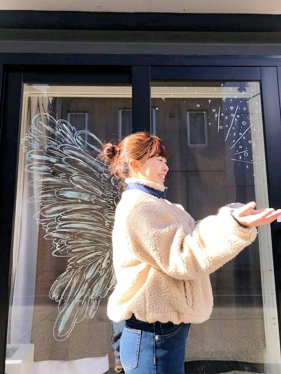 絵の前に立つと背中から羽が生えたように見えるインスタスポット
