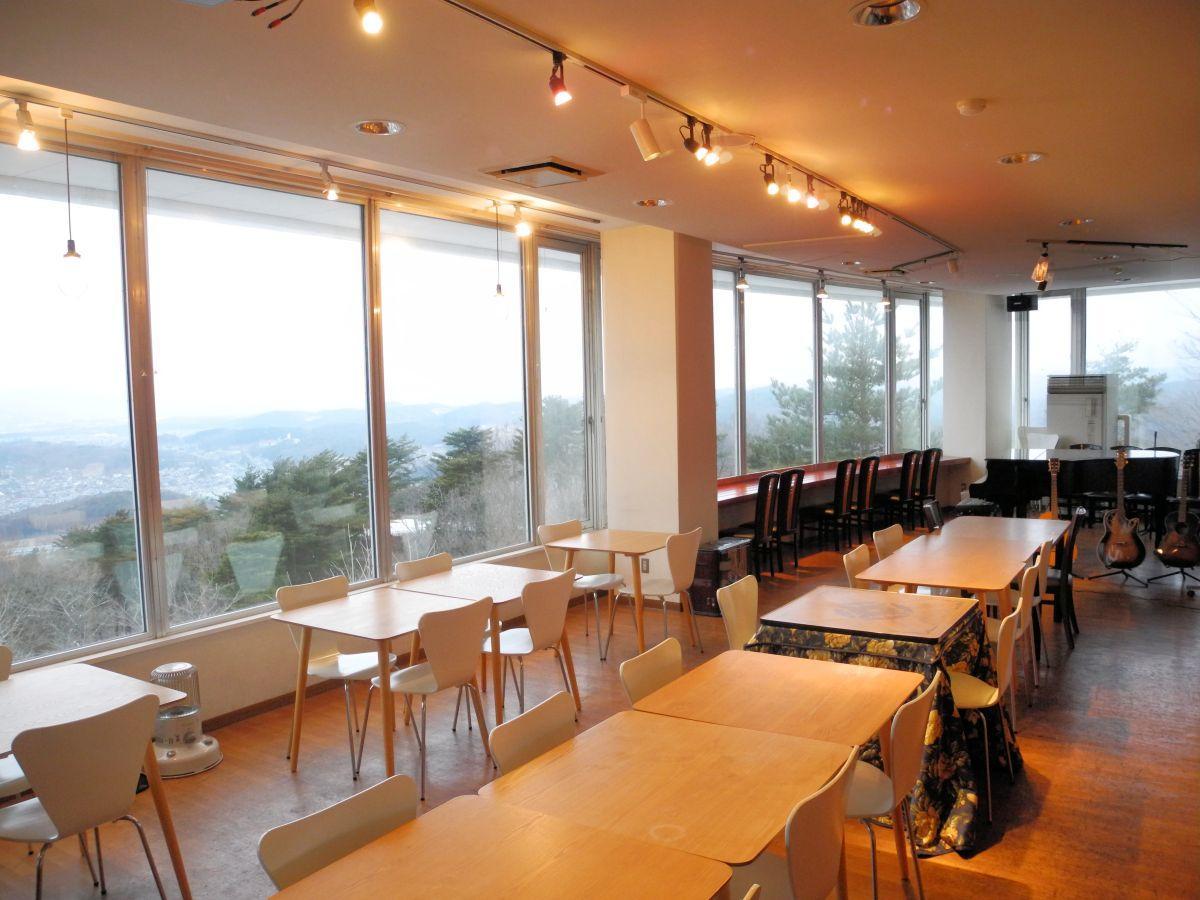 「空に近い」ということから会場に選ばれた「喫茶GEN・KI」。盛岡の街を一望できる。