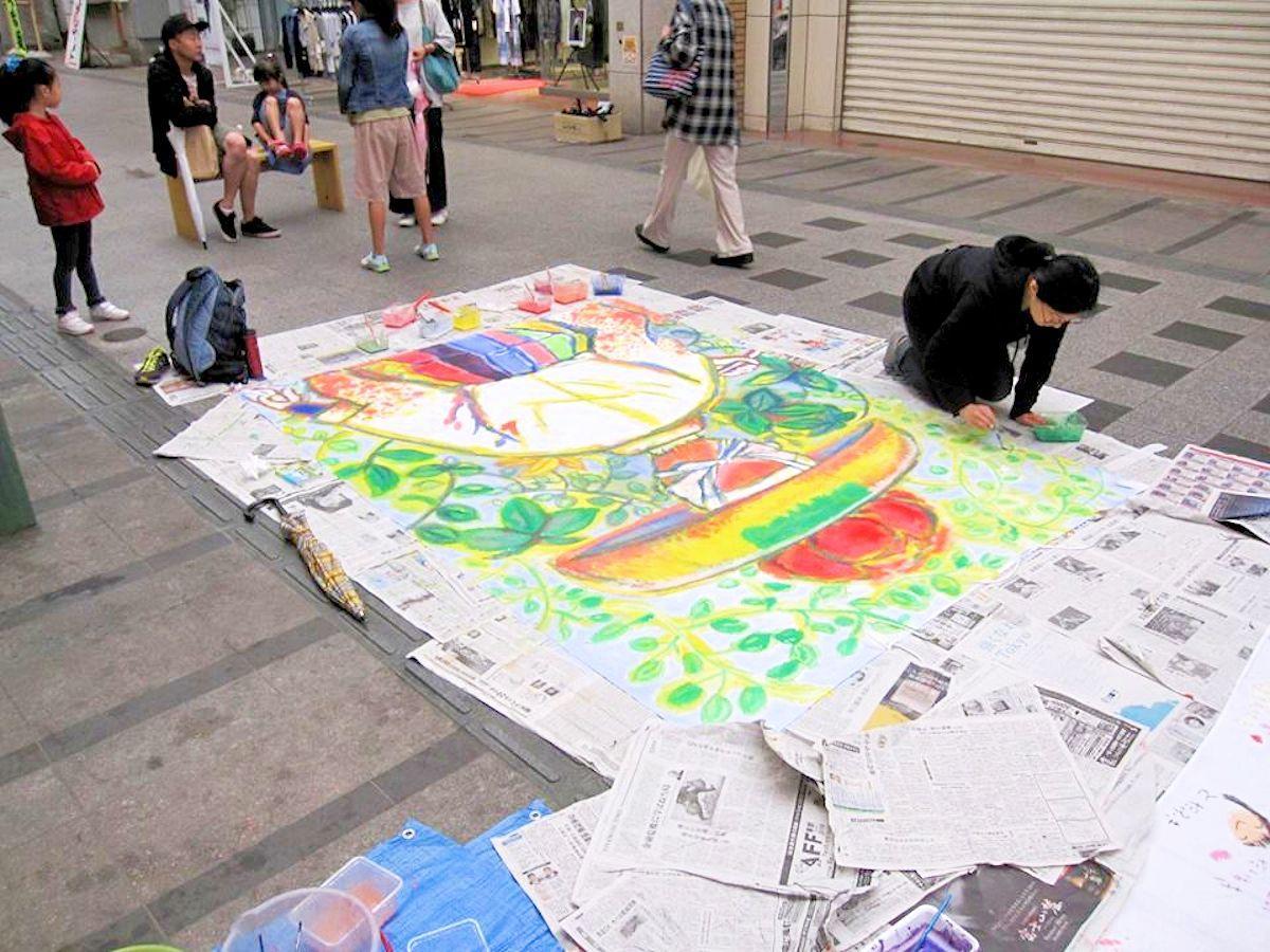 昨年行われたフラッグアート制作イベントの様子
