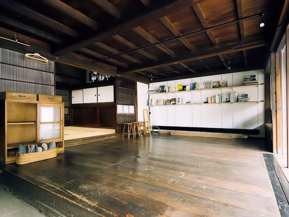 会場となる「八百倉スタジオ」は盛岡町家を改装した写真スタジオ