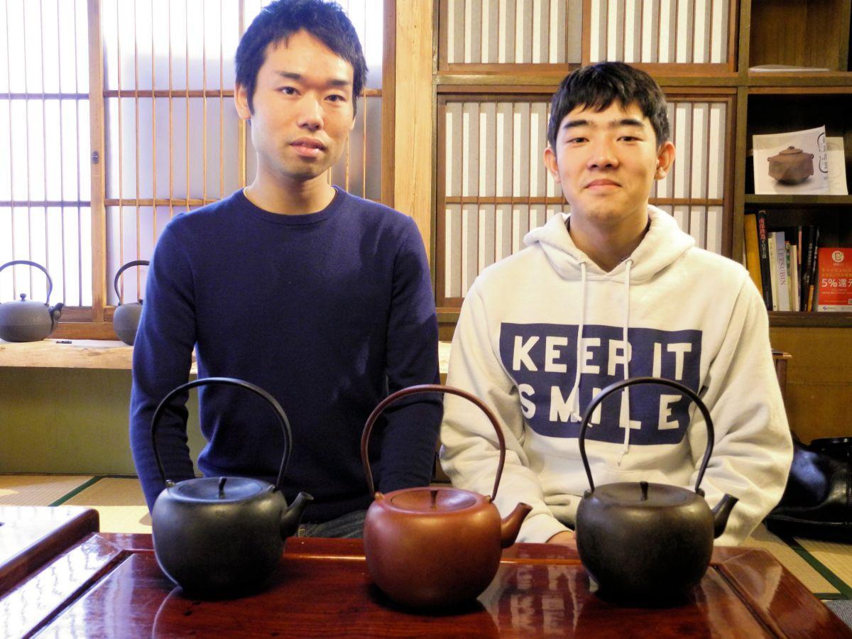 「あかいりんご」を手掛ける石杜さん(左)と長坂さん(右)