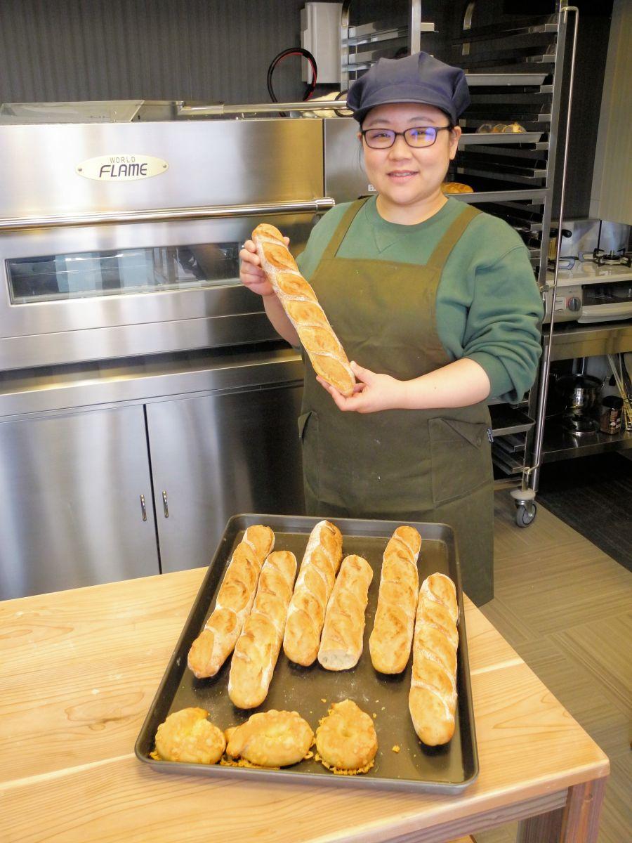 「小麦のうまみを楽しんでもらえるパンを目指します!」と意気込む高橋さん