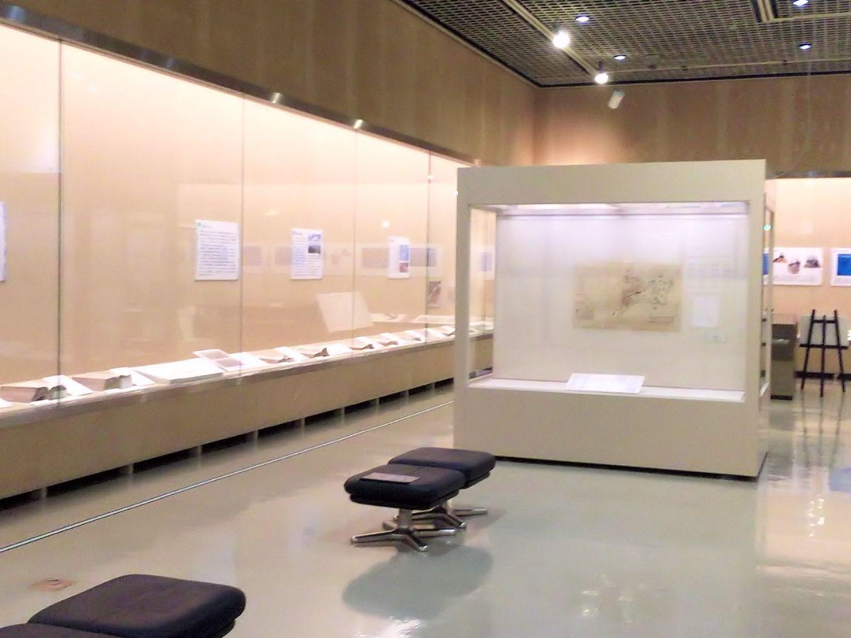 「被災資料再生の今」展が行われている展示室
