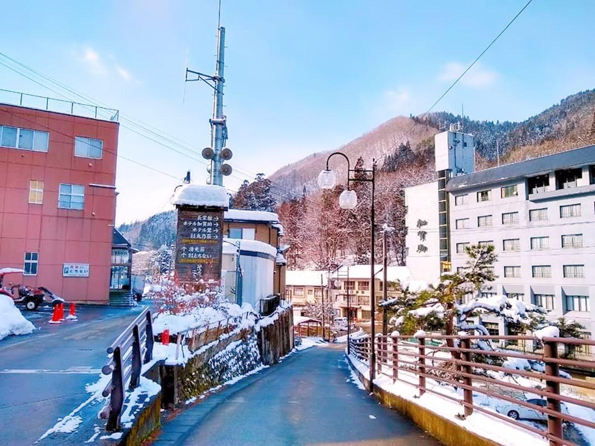 雪景色の鶯宿温泉