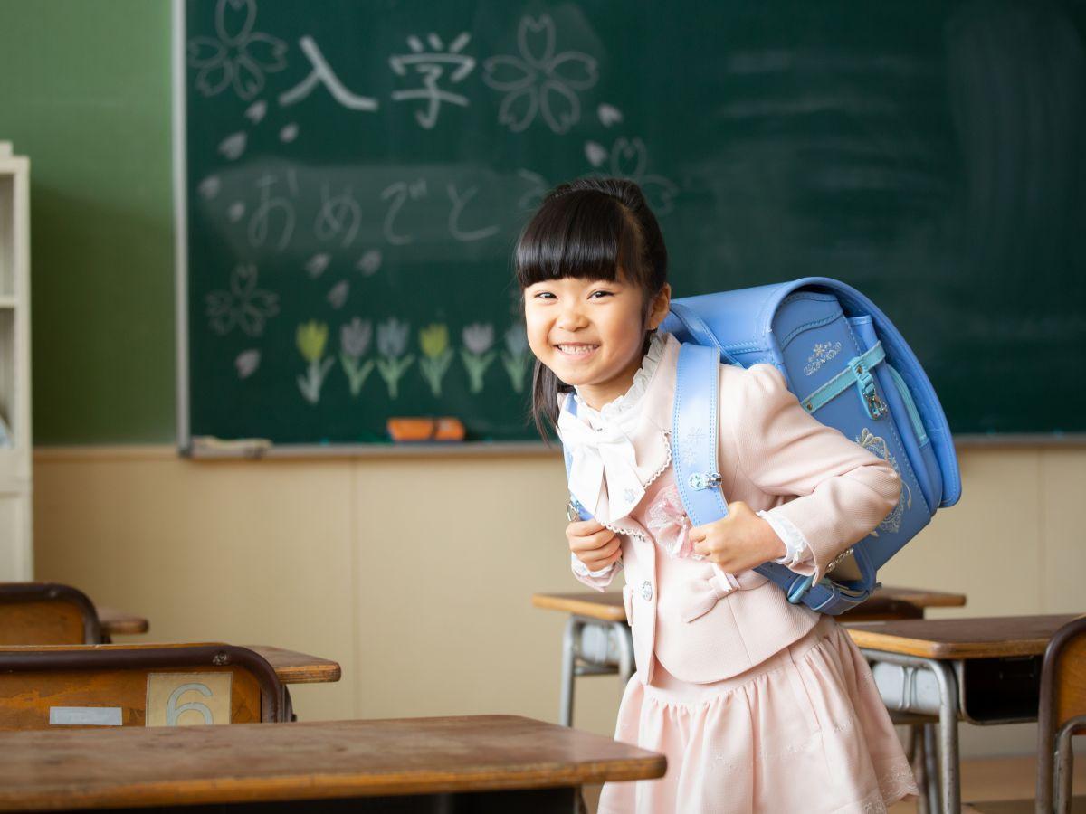 今年1月に「旧長山小学校」の教室内で撮影されたサンプル写真