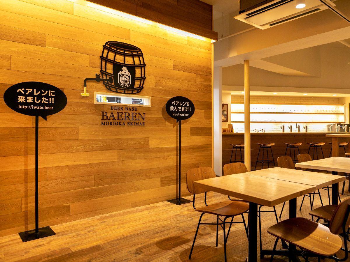 岩手・盛岡産の木材も使った店内。席はカウンターとテーブル、個室を用意