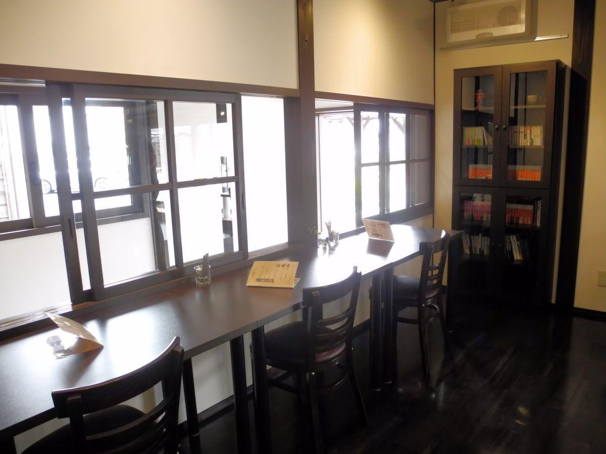 新しく設置された「読書コーナー」。1人用の席もありゆっくり読書が楽しめる