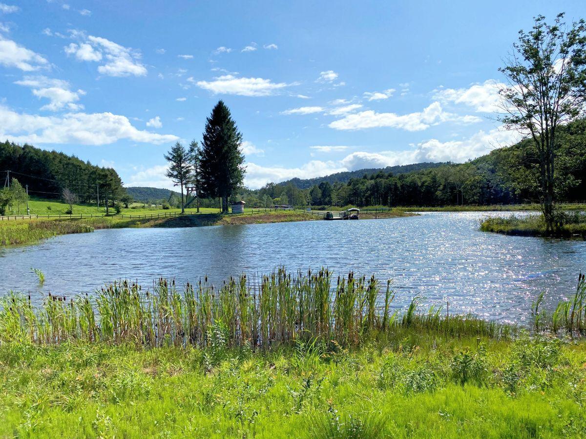 会場となる「まほら岩手」。池の向こうにキャンプ場が広がる
