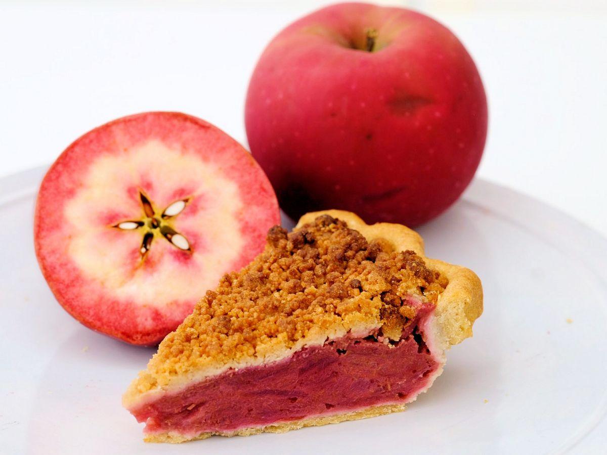 断面が赤い「ジェネバのアップルパイ」。「マグロのような色味」と表現するほどの色合い