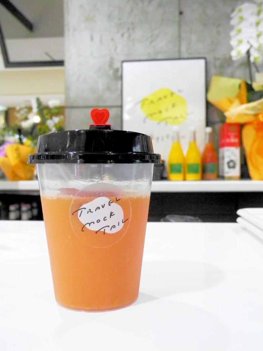 武田さんおすすめドリンクの1つ、宇和島産ブラッドオレンジのジュース(990円)