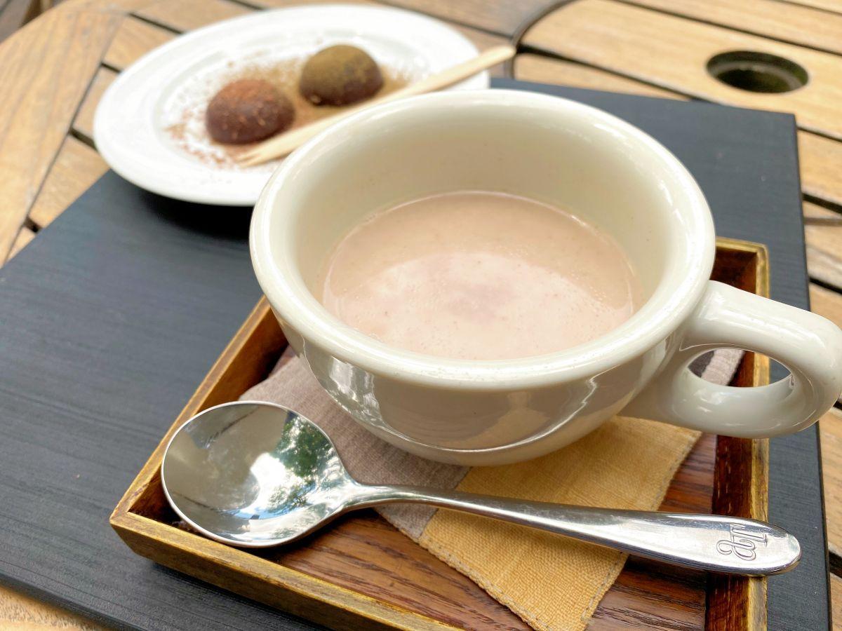 「CaCao SOLRONすーぷ」(手前)と「amazon cacao mochi」(奥)