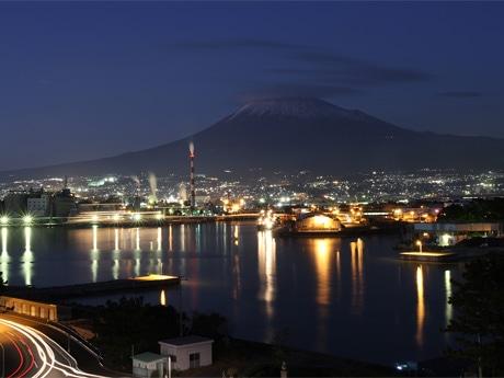 富士市、田子の浦港から見た工場夜景