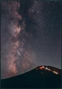河口湖美術館で「富士山写真大賞展」 金賞は田村梨貴さん「天の川と富士山」