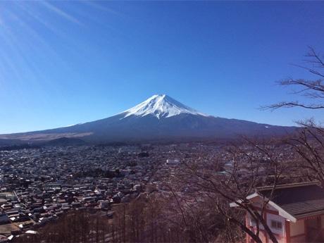 山梨側から望む富士山