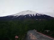 富士山が新しい雪化粧 山開き控える6月に