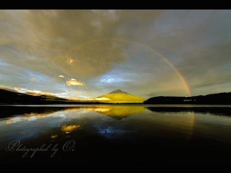 富士山写真家・オイさんが撮影した虹と富士山