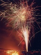 精進湖で花火大会&音楽祭 ラーメンやBARコーナーも