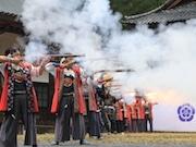 富士山西山本門寺で「信長公黄葉まつり」 武者行列や火縄銃演武も