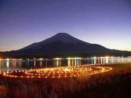 アイスキャンドル、山中湖、富士山の競演