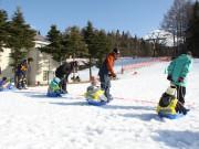 ふじてんスノーリゾートで「親子雪上運動会」 親子が協力し競技挑む競技