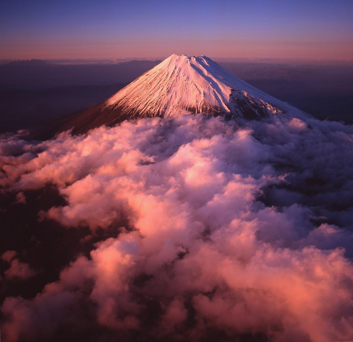 最高賞・金賞「夕日に染まる富士山」太田繁
