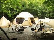 富士の樹海・幻の湖「赤池」ほとりにキャンプ場 今シーズンの営業開始
