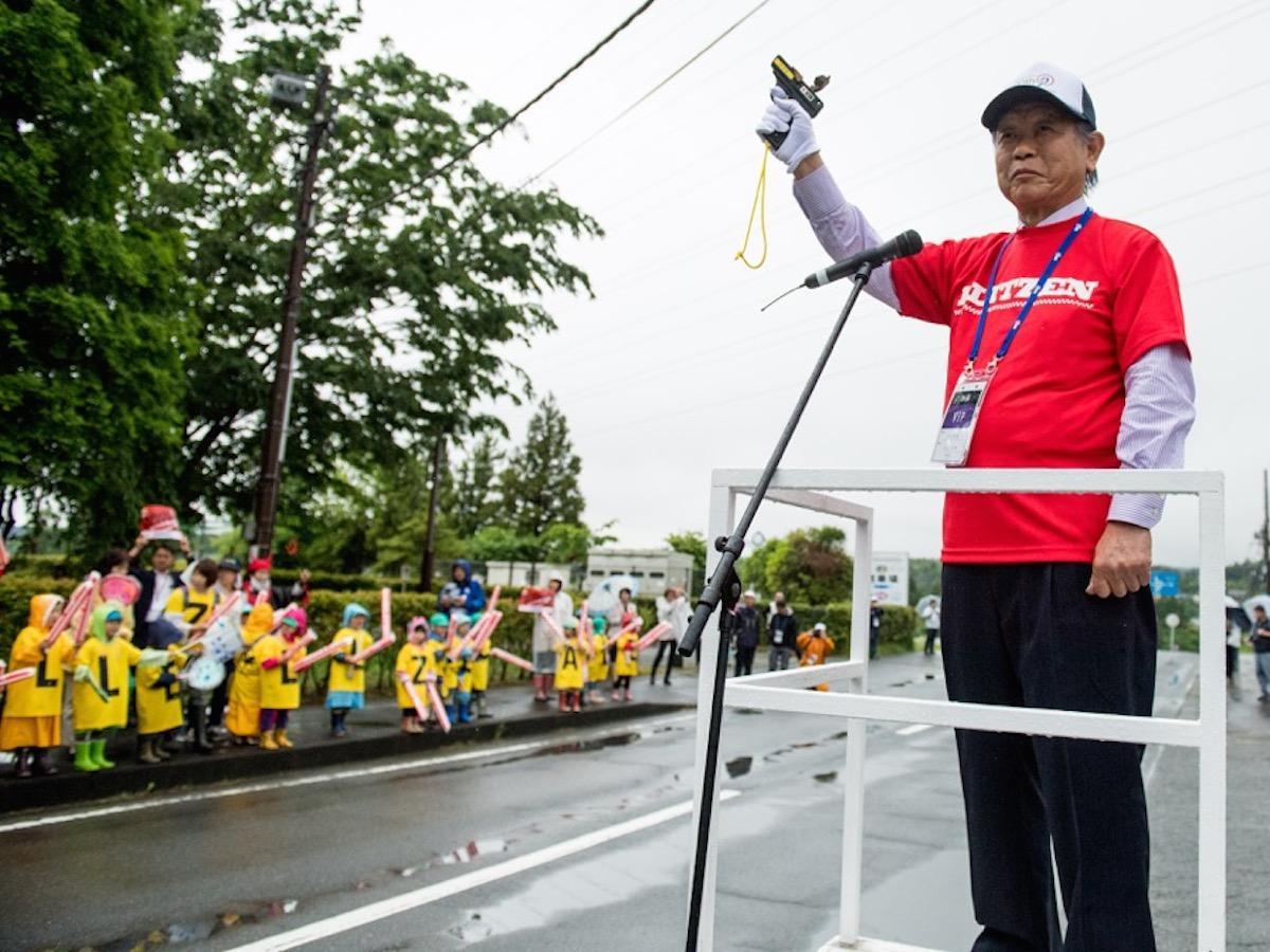 パレードスターターの込山正秀・小山町長(過去開催時の様子)