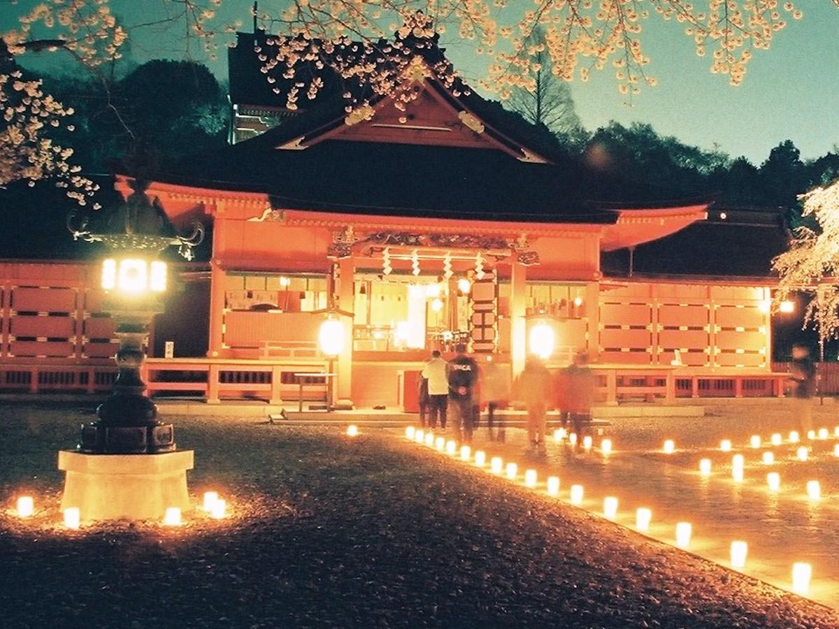 富士山本宮浅間大社のライトアップを実施