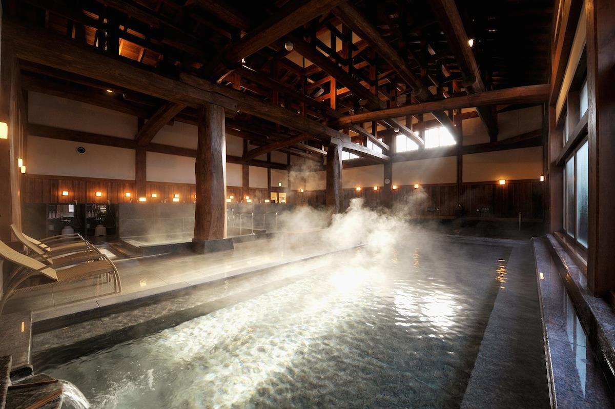 「ふじやま温泉」の純和風浴室