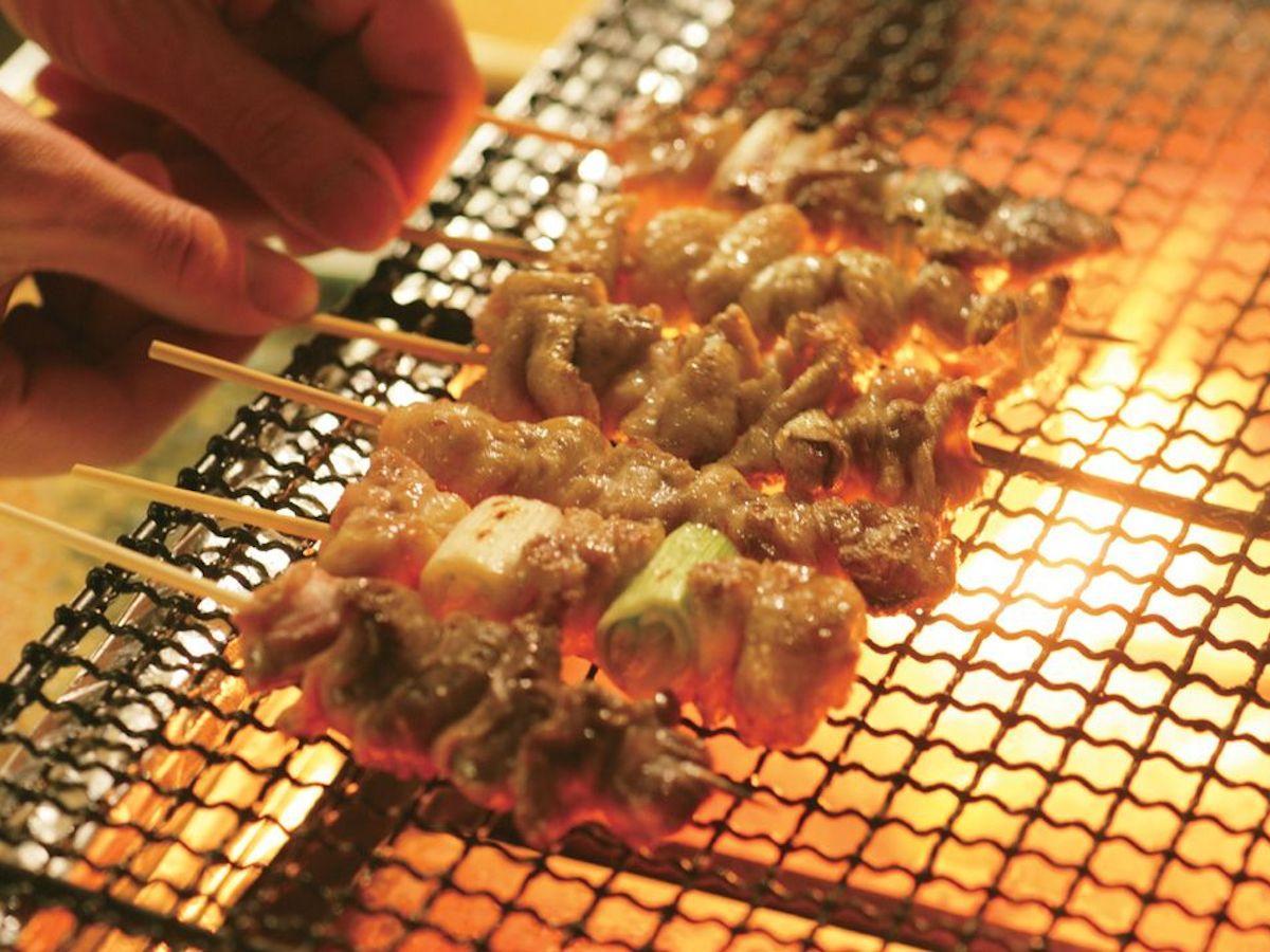 銘柄鶏「撰乃大地(せんのだいち)鶏」を使った串焼きなど提供