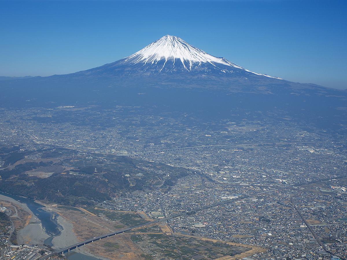 富士川上空からの富士山