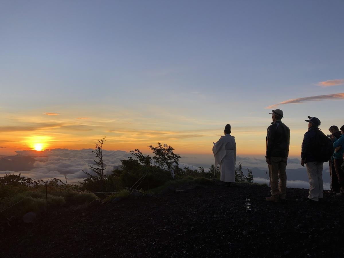 小富士で「お山開き」の富士山と御来光を拝んだ過去開催時の様子