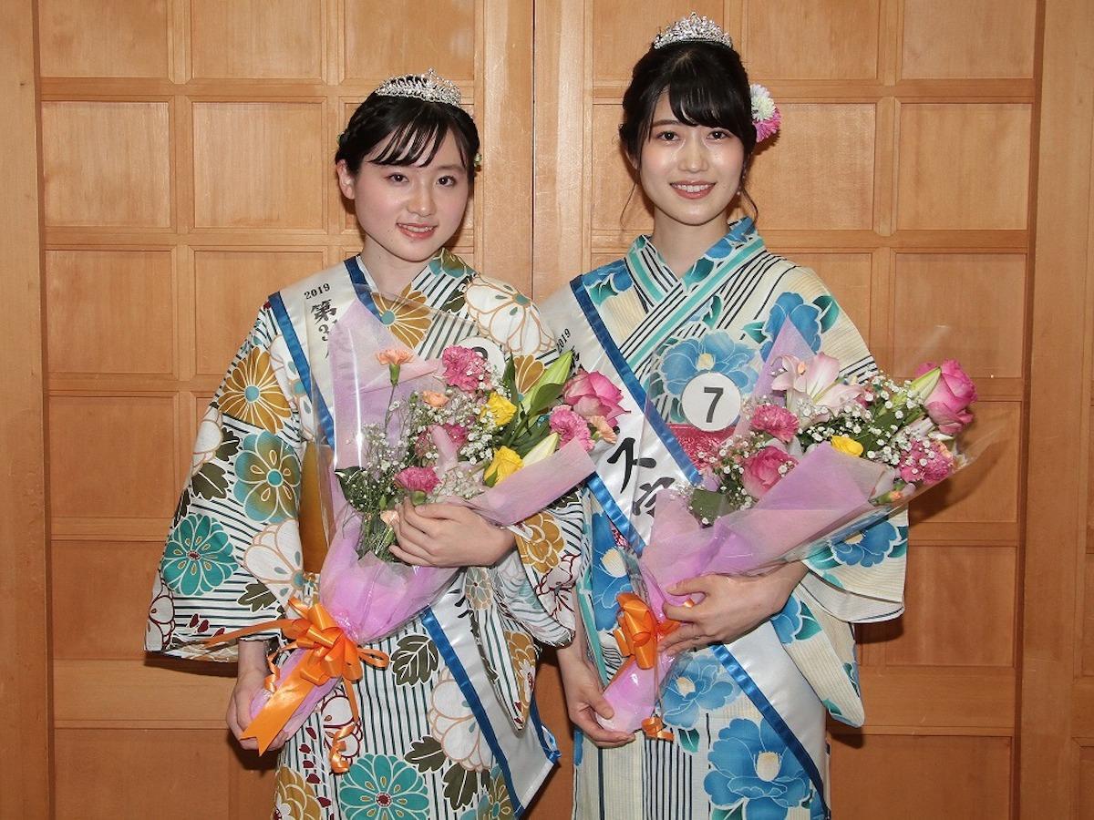 「第31代ミス富士山グランプリ」根上葵さん(左)、「第31代ミス富士山」に小川美月さん(右)