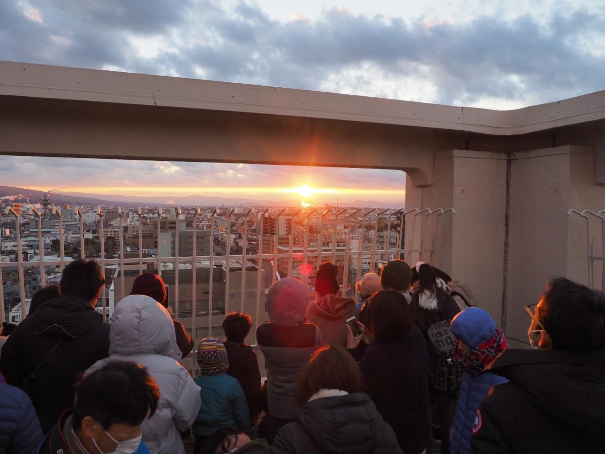 富士市市役所屋上「ふじさんてらすMierula(ミエルラ)」からの初日の出