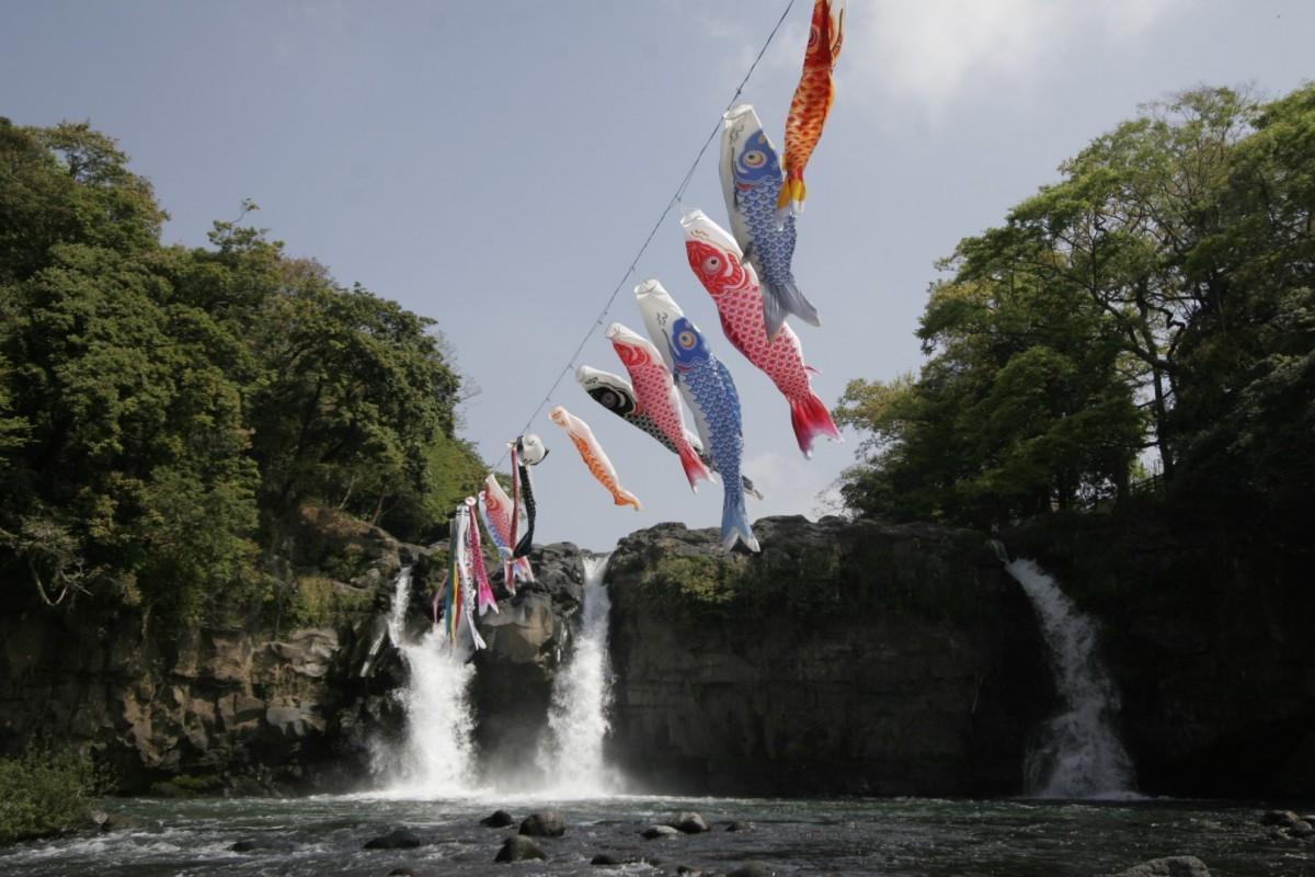 五竜の滝とこいのぼり